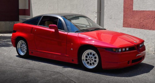 Alfa Romeo SZ: l'esemplare numero 55 di mille immatricolato nel mese di luglio del 1990 in vendita su eBay USA a 67 mila euro.