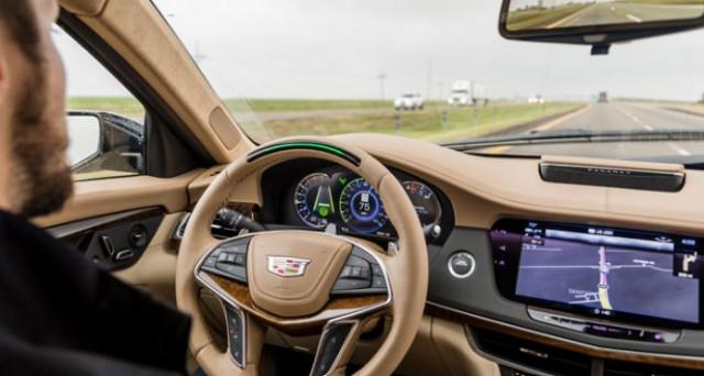 Cadillac Super Cruise supera Tesla Autopilot come miglio sistema di guida semi autonoma secondo Consumer Reports.