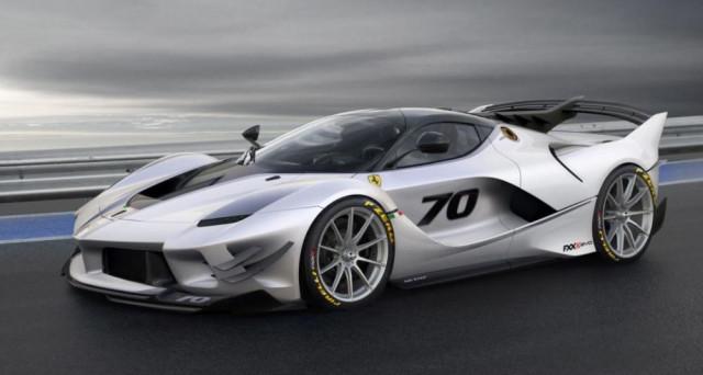 Ferrari FXX-K Evo: la nuova hyper car del cavallino rampante ha finalmente debuttato, l'auto sarà prodotta in pochissimi esemplari solo per selezionatissimi clienti.