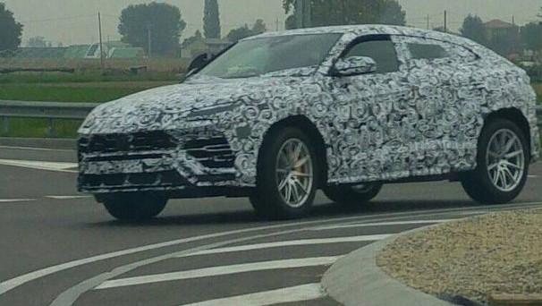 Lamborghini Urus Il Nuovo Suv Avvistato In Strada Nei Pressi Di