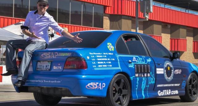 Phoenix, vettura realizzata con rifiuti elettrici, è stata capace di battere il record di autonomia di Tesla Model S percorrendo 1.600 km con una ricarica