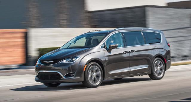 Fiat Chrysler ha rinnovato la monovolume Chrysler Pacifica con uno stile ispirato ai SUV