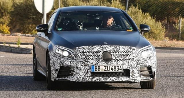 Mercedes Classe C Restyling: ecco le prime immagini spia delle versioni AMG beccate in strada in Germania in versione leggermente camuffata.