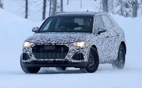 Nuova Audi Q3: ecco le ultime foto spia del prototipo in fase di test sulla neve prima del lancio sul mercato che arriverà nel corso del prossimo mese di luglio