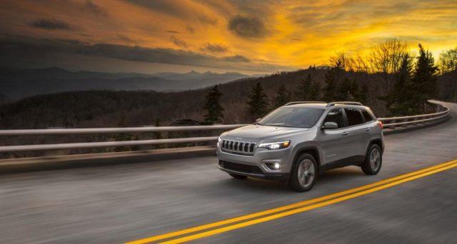 Nuova Jeep Cherokee: il restyling del famoso Suv sarà mostrato in anteprima nel corso della prossima edizione del Salone dell'auto di Detroit 2018 che si terrà a gennaio