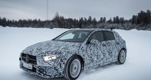 Nuova Mercedes Classe A: le ultime foto ritraggono il muletto camuffato del veicolo che sarà presentato al Salone dell'auto di Ginevra