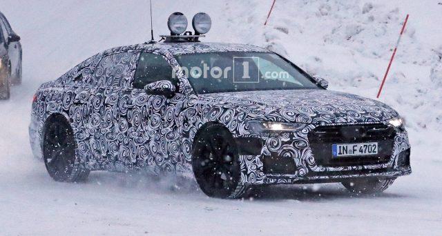 Nuova Audi A6: ecco una delle ultime foto spia che mostrano il prototipo camuffato del veicolo che forse sarà presentato da Audi nel corso del 2018.