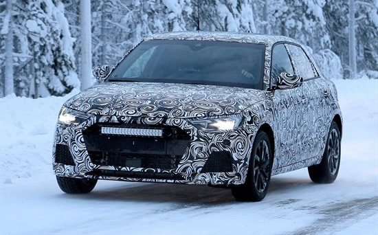Nuova Audi A1: nuove foto spia arrivano dalla Scandinavia per quanto riguarda il veicolo che dovrebbe esordire entro fine anno, ecco le novità