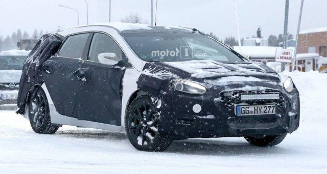 Nuova Hyundai i40: ecco le ultime foto spia della futura versione ultimo restyling dell'attuale modello uscito sul mercato ormai 7 anni fa.