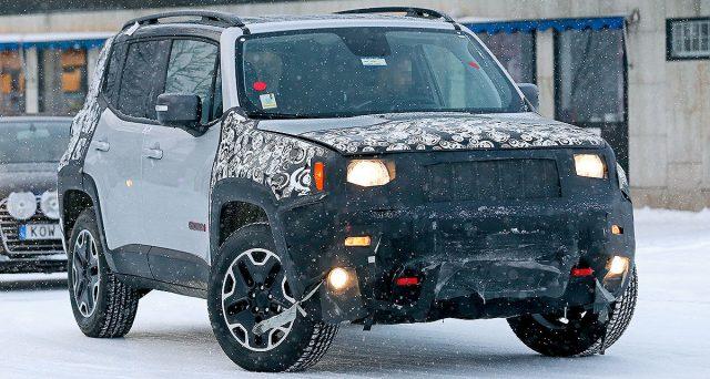 Jeep Renegade 2018: nuove foto spia mostrano alcuni dettagli relativi al restyling del celebre crossover che dovrebbe arrivare entro fine anno.