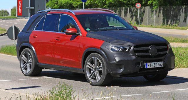 La nuova Mercedes GLE è stata avvistata in nuove foto spia con leggerissime camuffature.