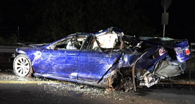 Un esemplare di Tesla Model S è rimasto coinvolto in un incidente mortale vicino a San Francisco.