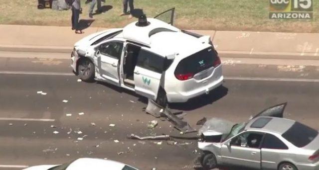 Waymo: una delle sue auto a guida autonoma coinvolta in un incidente nei giorni scorsi in Arizona, ma la colpa del sinistro non sarebbe la sua.