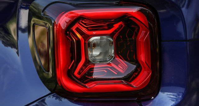 Nuova Jeep Renegade: il suo debutto avverrà al Salone auto di Torino che si aprirà domani al Parco Valentino.