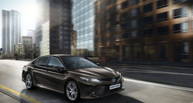 Toyota Camry tornerà in Europa nel 2019 dopo 14 anni ma solo in versione ibrida, lo ha confermato la casa nipponica.