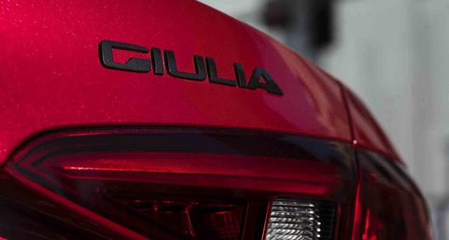 Alfa Romeo Giulia: in USA sono state lanciate due nuove versioni,Giulia Ti Sport CarboneNero Edizione.