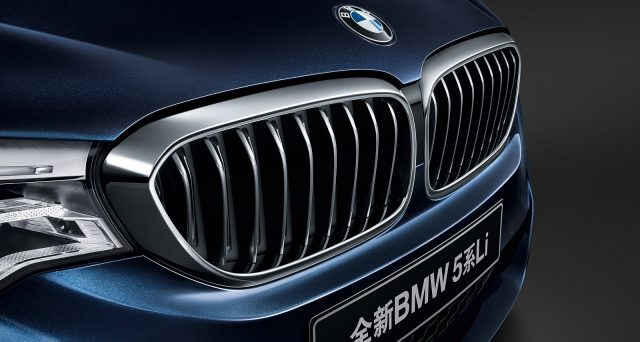 Bmw aumenta in Cina i prezzi dei Suv X5 e X6 a causa della guerra dei dazi scoppiata tra Cina e USA.
