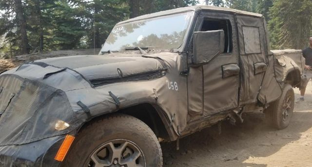 Jeep Scrambler: il futuro pick up di Jeep è stato nuovamente avvistato in USA, il suo arrivo è previsto nel 2019
