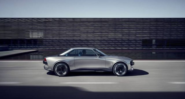 Peugeot E-Legend: ecco l'inedita Concept che la casa automobilistica transalpina svelerà in occasione del Salone di Parigi.
