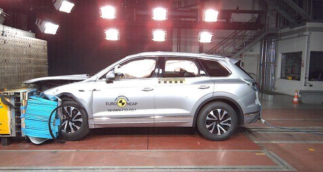 La nuova Volkswagen Touareg ottiene 5 stelle Euro NCAP dopo i test che l'organizzazione ha effettuato per valutare la sicurezza.
