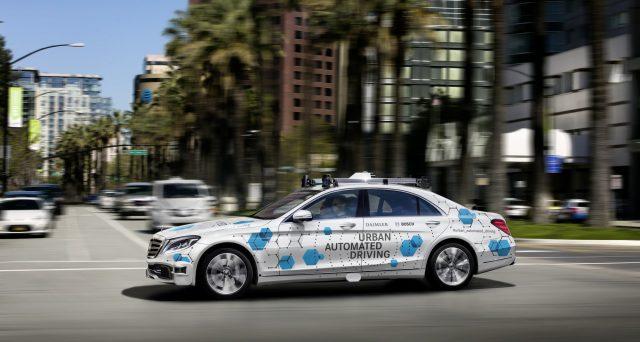 Mercedes e Bosch hanno annunciato che dal prossimo anno testeranno un servizio di guida autonoma a San Jose in California.