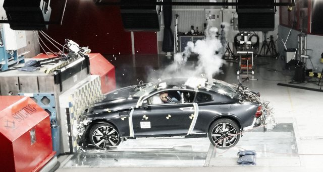 Polestar 1 supera brillantemente i suoi primi crash test, ecco il video.