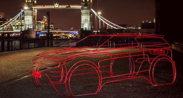 Nuova Range Rover Evoque: in attesa del suo debutto il prossimo 22 novembre alcune immagini teaser anticipano la sua silhouette