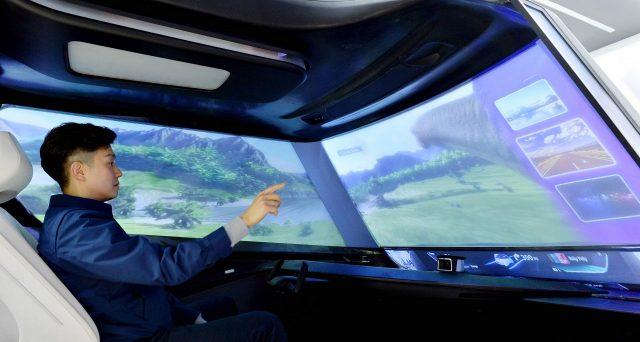 Hyundai mostrerà al CES di Las Vegas 2019 il suo nuovo parabrezza che si trasforma in un maxi schermo per guardare film