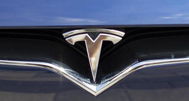 Tesla trascina negli USA le vendite di veicoli elettrici, la casa automobilistica di Elon Musk è leader incontrastata del settore