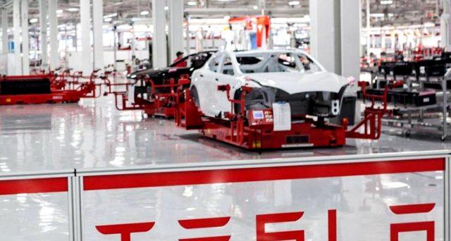 Secondo un sondaggio i dipendenti di Tesla sono tra quelli che hanno maggiormente paura di essere licenziati