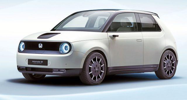 Honda e anche nella sua versione di produzione sostituirà gli specchietti laterali con delle telecamere divenendo la prima auto del suo segmento ad adottare questa soluzione