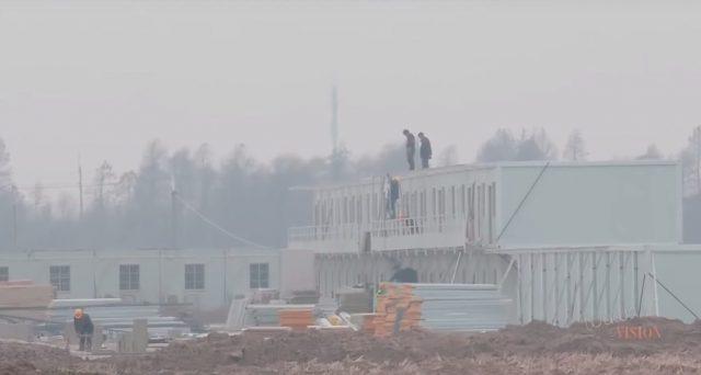 Proseguono i lavori di costruzione della Gigafactory 3 in Cina ma sarà difficile che l'impianto possa essere messo in funzione entro fine anno