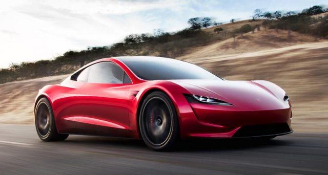 E' ordinabile la nuova Roadster di Tesla, chi la vorrà prenotare dovrà versare 4 mila euro subito e altri 211 mila entro 10 giorni