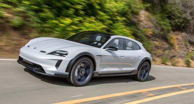 Porsche ha svelato un sistema di trazione integrale per auto elettriche. Il nuovo sistema Porsche è costituito da quattro motori elettrici