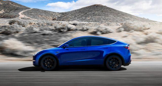 Tesla Model Y: la casa automobilistica di Elon Musk sta preparando lo stabilimento di Fremont per la produzione del nuovo suv