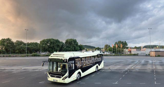 La casa svedese sta per iniziare alcuni test con due prototipi di un autobus elettrico autonomo a Singapore