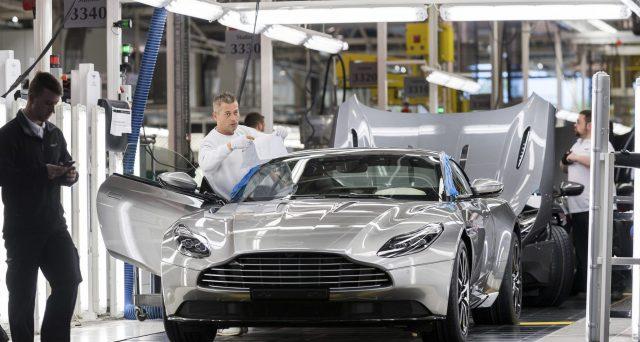 Anche il CEO di Aston Martin pensa che le società automobilistiche in futuro saranno costrette a fondersi a causa della guida autonoma