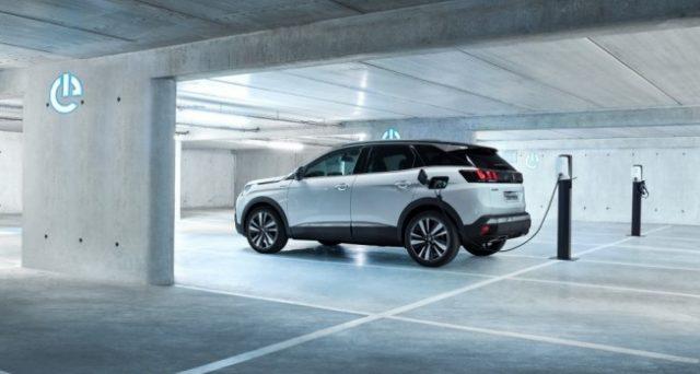 La casa francese inizierà a commercializzare il nuovo SUV ibrido Peugeot 3008 GT HYBRID4 a gennaio 2020