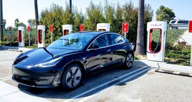 Tesla Model 3 si conferma anche nel primo trimestre del 2019 come la vettura premium più venduta negli USA superando nettamente i rivali