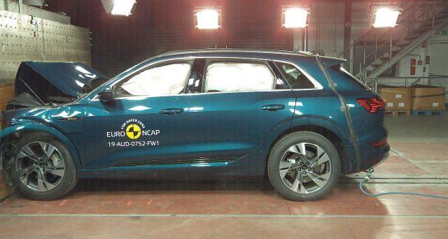 Audi e-tron ha ottenuto il massimo dei voti nei crash test di Euro NCAP a cui il suv elettrico è stato sottoposto di recente