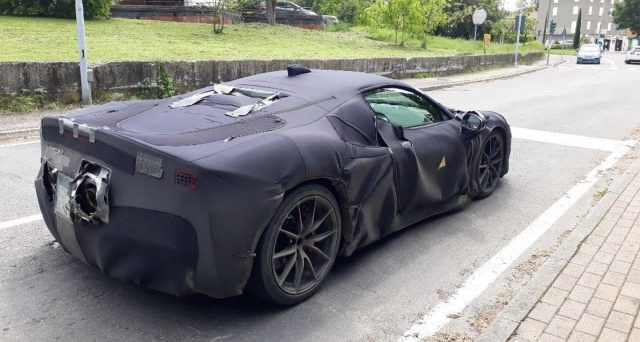 Secondo le ultime indiscrezioni provenienti dalla Germania la futura super car ibrida che sarà svelata il prossimo 31 maggio avrà 3 motori elettrici
