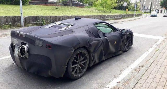 Ferrari: la super car ibrida che sarà svelata il 31 maggio a Maranello è stata spiata in un video