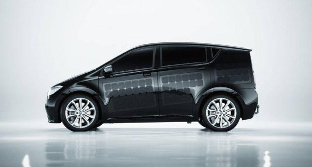 Sono Motors annuncia che l'auto elettrica solare si farà, la casa automobilistica ha trovato i finanziamenti per il suo progetto