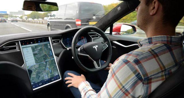 Consumer Reports evidenzia preoccupazioni sulla sicurezza del sistema automatico di Tesla