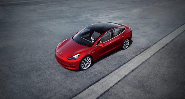 Tesla Model 3: negli Stati Uniti da qualche ora sono partite le consegne della versione base della berlina elettrica