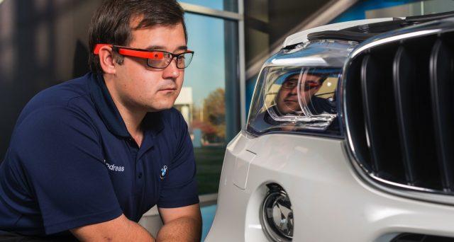 Bmw dota i suoi concessionari in Nord America di occhiali intelligenti che li aiuteranno a velocizzare le riparazioni di auto