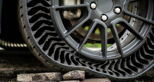 Michelin uptis è una soluzione di mobilità airless per le autovetture, che elimina il rischio di pneumatici sgonfiati e scoppi dovuti a forature o pericoli della strada