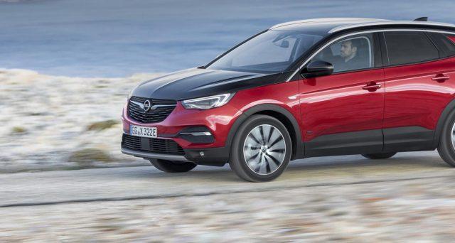 In vendita in Germania la nuova Opel Grandland X Hybrid4, il primo modello con tecnologia ibrida plug-in della casa tedesca
