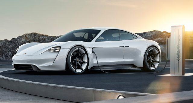 Porsche Taycan: la vettura avrò una guidabilità simile a quella della 911 secondo il numero uno della società tedesca Oliver Blume