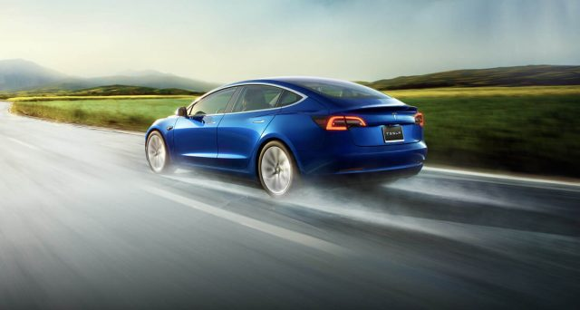 Secondo Nextmove, solo quattro nuovi veicoli Tesla Model 3 tra i primi 15 veicoli consegnati nella primavera del 2019 erano privi di difetti.